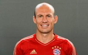 Arjen Robben  biography, married, wife, bernadien eillert, salary, injury, cancer, speed, net worth